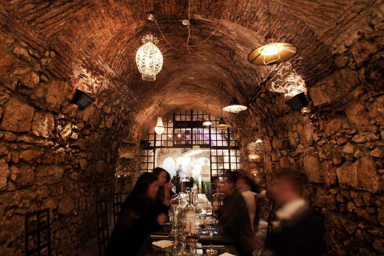 Há um bar dentro de um túnel do século XVIII