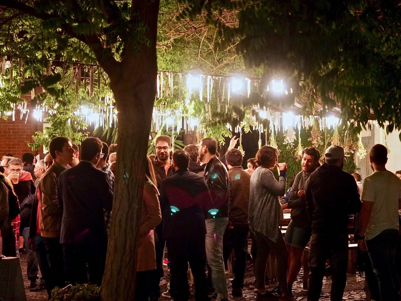 Castanhas, vinho e concertos: o magusto mais trendy de Lisboa é na LX Factory