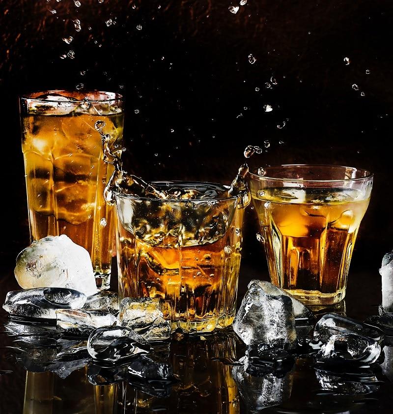 Copos de whiskey
