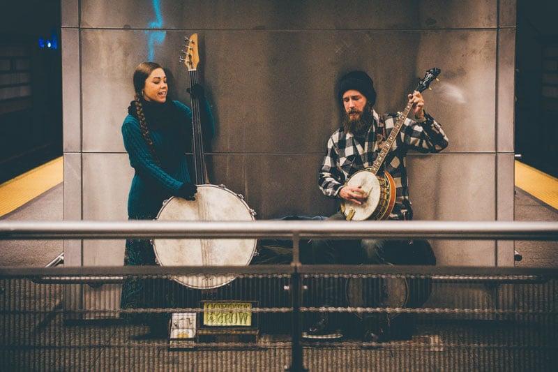 músicos a tocarem no metro