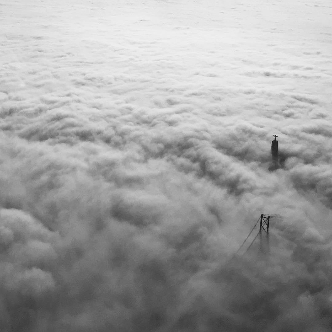 Lisboa com nevoeiro vista de cima