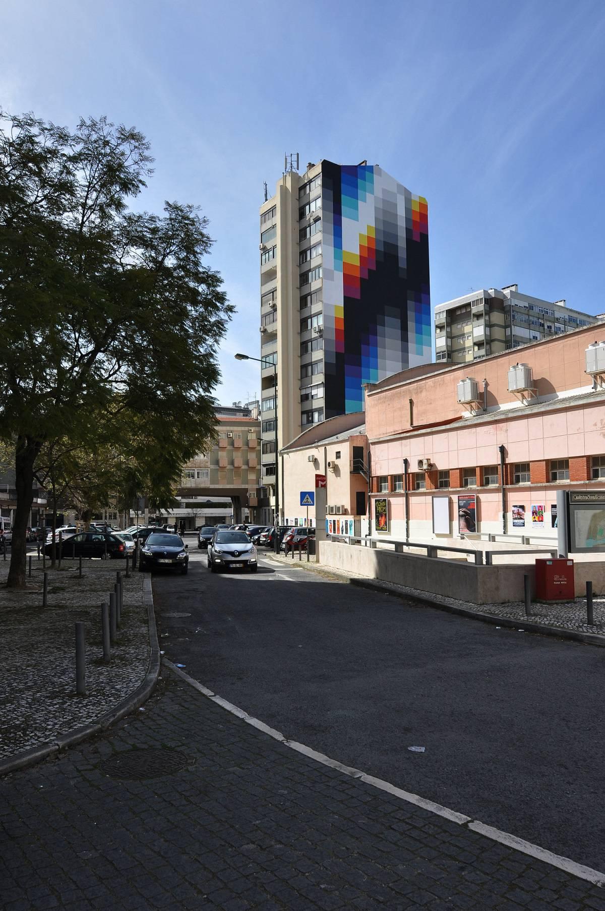 foto de trabalho artístico de Felipe Pantone em Lisboa, no Lumiar