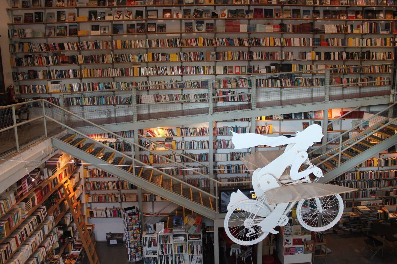 panorâmica da livraria Ler Devagar