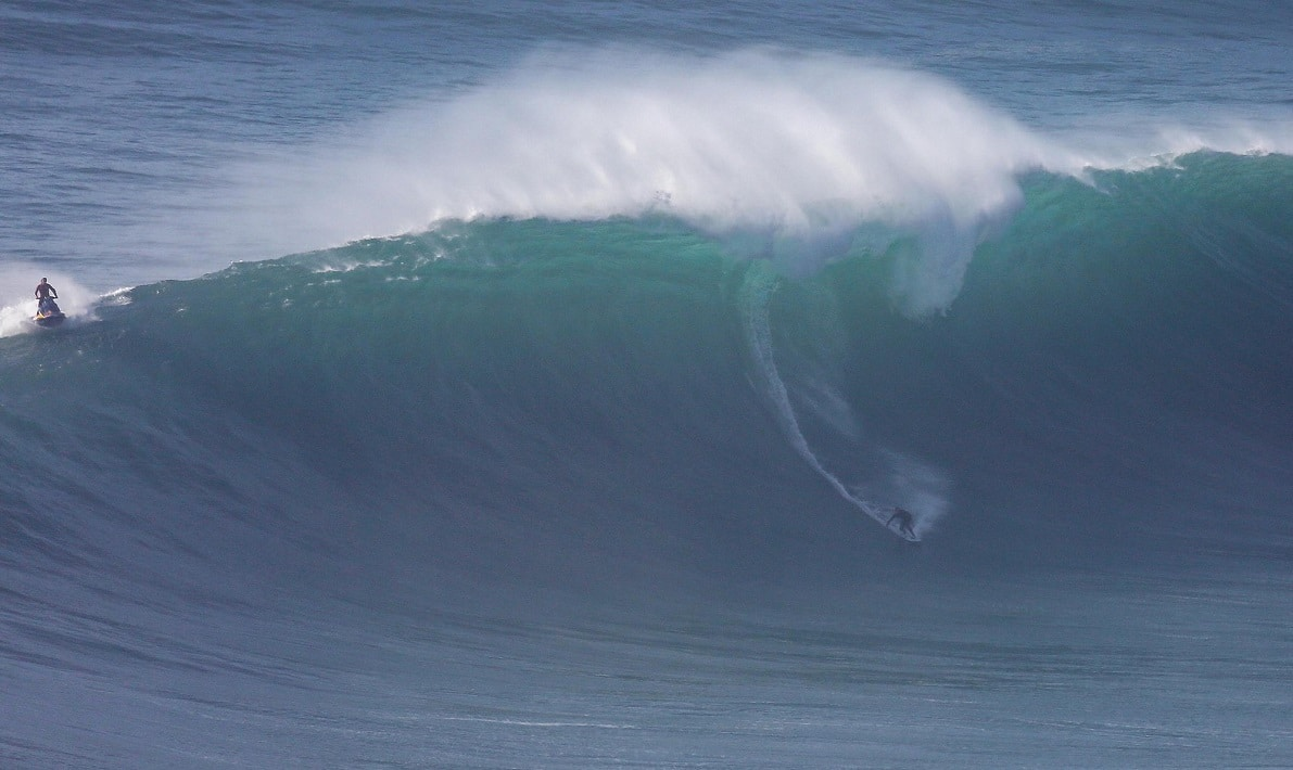 surf ondas gigantes na praia do norte na nazaré