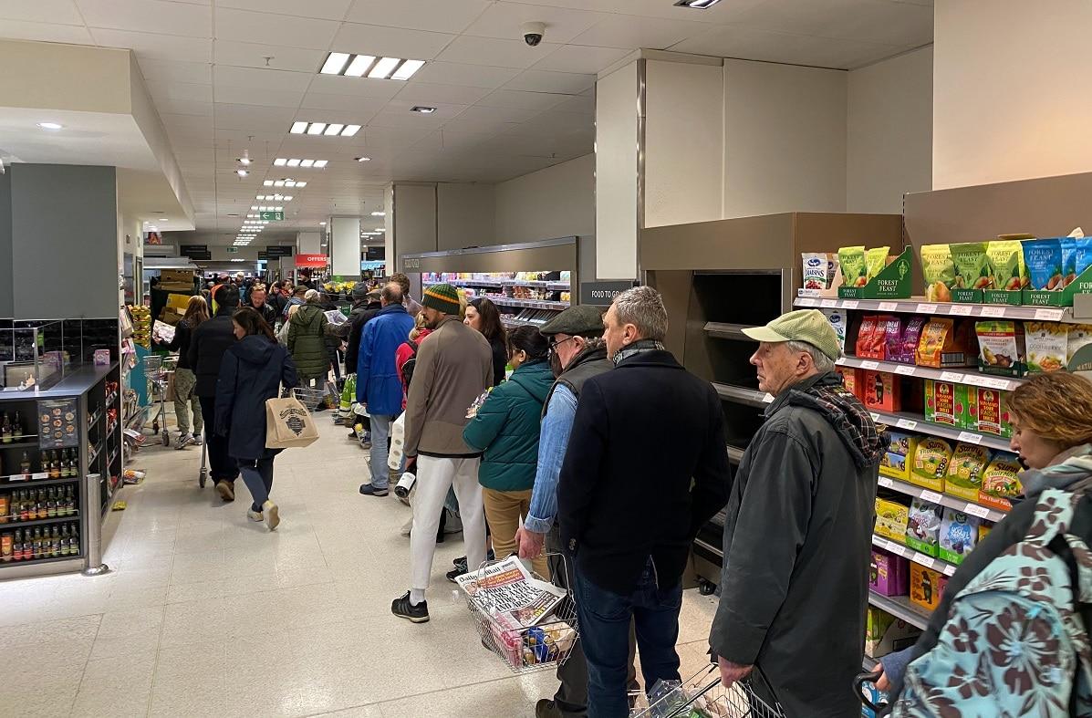 Os novos horários e restrições dos supermercados em Portugal