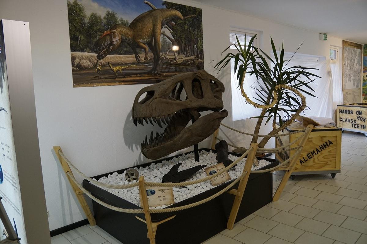 esqueleto do Torvosaurus