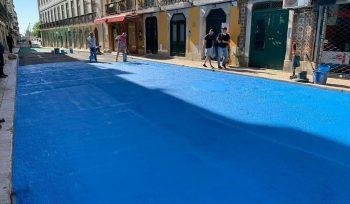 Depois de quase 10 anos, Lisboa volta a ter uma rua colorida... e desta vez é azul